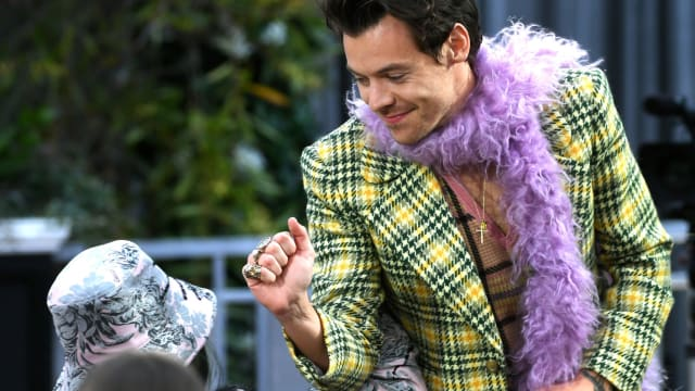 Do you love Harry Styles? Take this quiz and find out how much d'you love him!