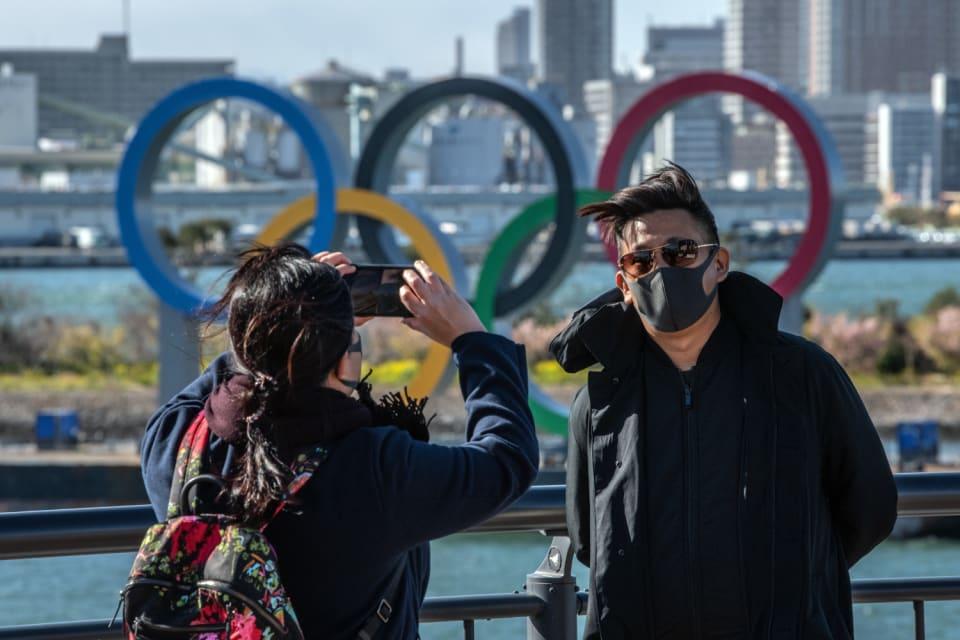 """En este año que comenzamos, hablar de fechas seguras es una quimera. Aún así los eventos que se suspendieron en 2020 por la pandemia han ido fijando con tiempo y muchas medidas de seguridad  las nuevas citas. Es el caso de una de las más importantes que nos encontraremos este 2021, los   Juegos Olímpicos de Tokio, que finalmente se celebrarán del 23 de julio al 8 de agosto de 2021,  exactamente un año después de las fechas  previstas para 2020.  Los  Juegos Paralímpicos,  por su parte se celebrarán  del 24 de agosto al 5 de septiembre de 2021  y """"serán una muestra excepcional de cohesión humana y  una celebración de la capacidad de recuperación del mundo """", señalaba Andrew Parsons, presidente de su c omité organizador."""